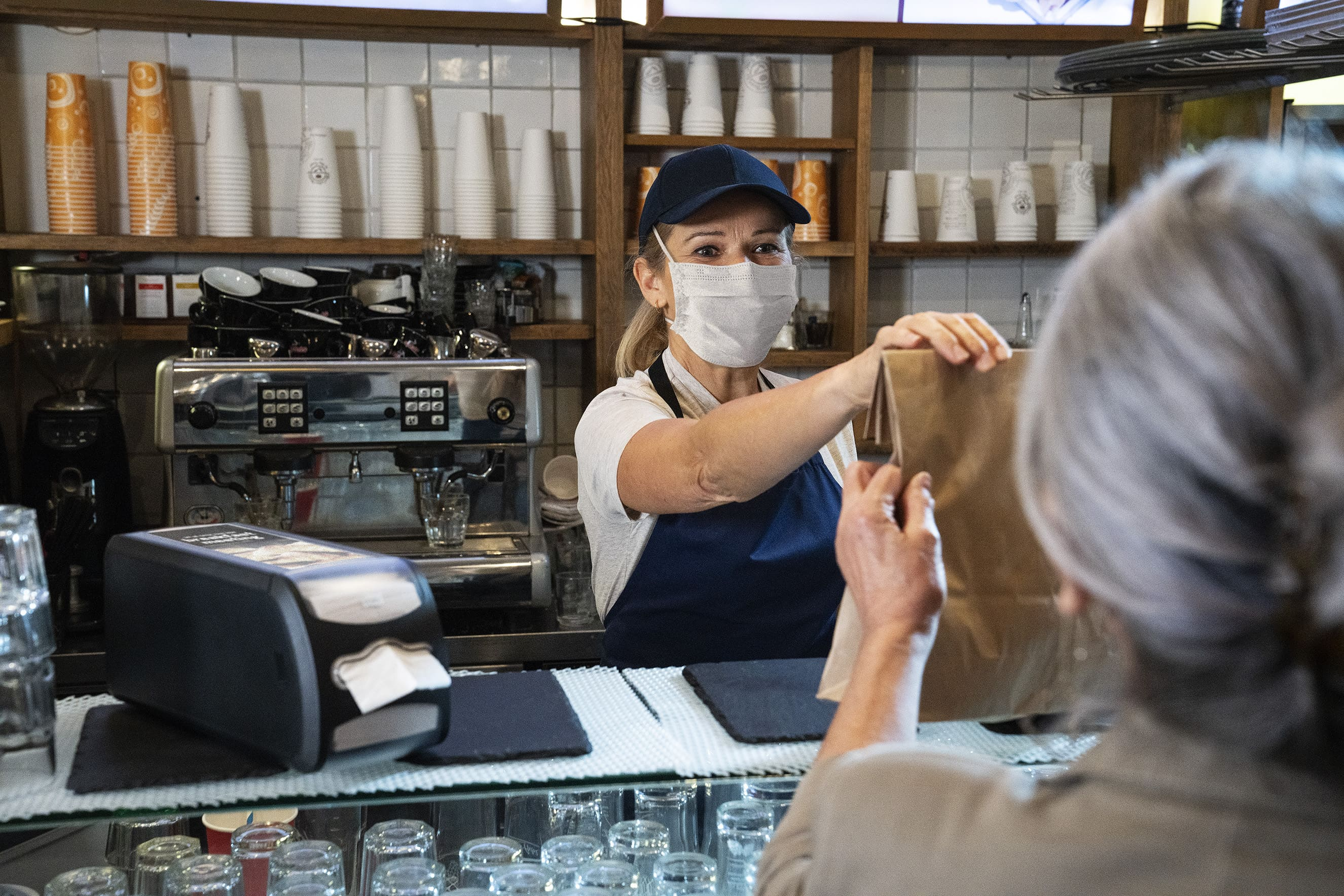 Как обеспечить безопасное получение заказов навынос и доставку готовых блюд – пять советов от Tork